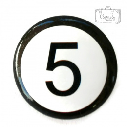 5 BLACK NUMBER ON A WHITE BUTON PIN