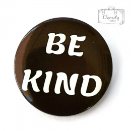 BE KIND PIN BUTTON WHITE WRITING ON A BLACK BUTON PIN